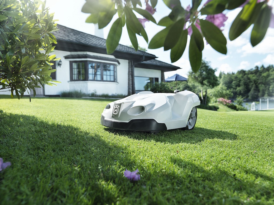 robot mower with no need for chicken or eggs